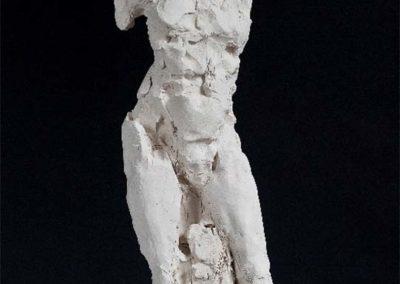 Laurence Domenach Nu debout, terre cuite H 58 x 22.5 x23 cm© photo APEVDC